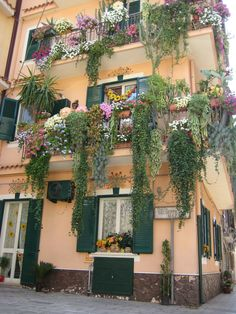 a loveley and flowerfull balcony in Sicilian