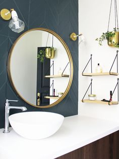 Bathroom inspired by Art Deco with its large round mirror in gilded brass, its custom-made walnut vanity unit, its blue peacock tiled floor in chevron and its discreet and elegant wall sconces … (photo Alexandra Gorla) Source by alexandragorla Brass Mirror, Bathroom, Bathroom Decor, Chevron Bathroom, Mirror, Small Bathroom Remodel, Art Deco Interior, Living Room Designs, Round Brass Mirror