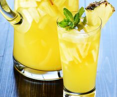 Rien de mieux que de profiter d'une terrasse ou de la piscine avec une délicieuse sangria pétillante à l'ananas! C'est parfait.