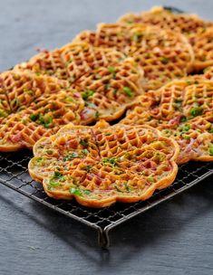 Knallgode, grove PIZZAVAFLER! - LINDASTUHAUG Lchf, Keto, A Food, Food And Drink, Main Meals, Picnic, Health Fitness, Vegetarian, Favorite Recipes