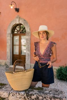 Linen Pieces For An Easy Summer Look – Gal Meets Glam – european travel outfit summer Summer Fashion Trends, Summer Fashion Outfits, Short Outfits, Spring Summer Fashion, Europe Outfits Summer, Outfits Fo, Stylish Outfits, Funky Fashion, Look Fashion