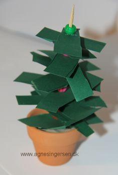Juletræ fra min blog http://agnesingersen.dk/blog/juletrae2014/ - Christmas tree -Tannenbaum - Christmas, Weihnachten, kids craft,Kinderbastelideen