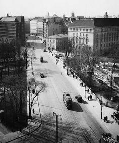 Vy över Kajsaniemigatan i riktning sydsydväst. Fotografen står på ett hustak i korsningen av Elisabetsgatan och Unionsgatan. Constantin Grünberg 1937-1938 © Helsingfors stadsmuseum