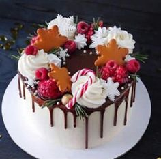 Chorizo cake fast and delicious - Clean Eating Snacks Christmas Cake Designs, Christmas Cake Decorations, Christmas Cupcakes, Christmas Sweets, Holiday Cakes, Christmas Wedding, New Year Cake Decoration, Christmas Tree, Holiday Baking