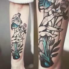 Elegant Animal Tattoos In Psychedelic Colors By A Polish Artist – Part 2 – Animals Tribal Tattoos, Hand Tattoos, Flower Tattoo Hand, Tattoos Skull, Trendy Tattoos, Flower Tattoos, Body Art Tattoos, Sleeve Tattoos, Tattoo Art