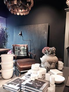 Strudy look by Objekt Etc, color Black truffle #Pure & Original #Chalkpaint