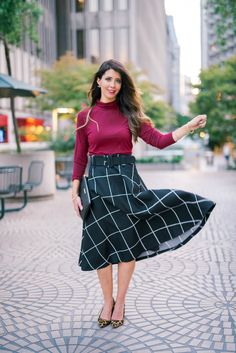 Turtleneck + Midi Skirt | how to wear a midi skirt | midi skirt style ideas | fall fashion | fashion tips | fall fashion for moms | fall style | fall outfit ideas | outfit ideas for fall | fashion tips for fall | style ideas for fall | cool weather fashion || The Girl in the Yellow Dress #fallfashion