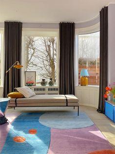 Home Decor Habitacion pastel colored living room with multicolored rug.Home Decor Habitacion pastel colored living room with multicolored rug Pastel Colour Palette, Pastel Colors, Pastels, Makeup Bord, Montana Furniture, Terrazzo Flooring, Elle Decor, Wall Colors, Colorful Interiors