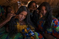 Tuareg girls hairbraiding Dress Hairstyles, African Hairstyles, Afro Hairstyles, African Tribes, African Women, Natural Hair Growth, Natural Hair Styles, Black Is Beautiful, Beautiful People