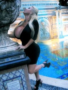 Girl With Curves, Sexy Curves, Lacey Wildd, Action Poses, Sexy Older Women, Supermodels, Boobs, Curvy, Bodycon Dress