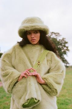Go green, save the bees! Designer Emma Brewin on her compassionate line - Notion Magazine 90s Fashion, Runway Fashion, High Fashion, Fashion Outfits, Womens Fashion, Fashion Tips, Fashion Design, Fashion Trends, Fashion Killa