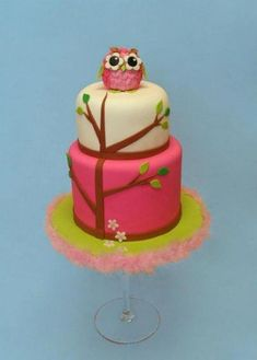 I would like this with a plain white cake with some green and pink stripes or spots and a green and pink owl on top like this. Cute Cupcakes, Cupcake Cookies, Beautiful Cakes, Amazing Cakes, Owl Cakes, First Birthday Cakes, Birthday Ideas, Fancy Cakes, Girly Cakes