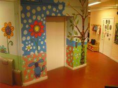 Murales realizados a mano alzada a partir de diseño original creado por LA JIRAFA PROYECTOS ARTISTICOS para el centro educativo LAUDIO IKASTOLA