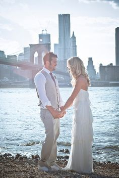 Brooklyn Bridge park wedding in Dumbo via @Ruffled® #8 Jewish wedding film inspiration  #themodernjewishwedding.com