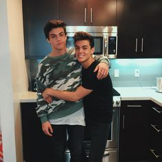 """Dolan Twins no Instagram: """"Brotherly love. Like we're actually in love. We're getting married. The hate comments were right. We're in love with each other..."""""""