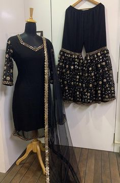 Indian Bridesmaid Dresses, Party Wear Indian Dresses, Designer Party Wear Dresses, Indian Gowns Dresses, Dress Indian Style, Indian Fashion Dresses, Indian Designer Outfits, Dress Fashion, Stylish Dresses For Girls
