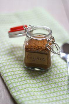 Wil je weten hoe je zelf een kruidenmix voor gehakt maakt? Je hebt er wel een aantal kruiden en specerijen voor nodig maar het is het waard!
