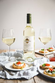 Sirtfood Diet Plan Discover Fried Green Tomatoes with Fromage Blanc Want to make this classic even better? Try pairing this fried green tomatoes with fromage blanc with our Kendall-Jackson Sauvignon Blanc! Wine Photography, Sweet Wine, Expensive Wine, Cheap Wine, Cooking Wine, Wine Fridge, Wine Cheese, Wine Time, Different Recipes