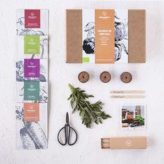Økologisk påskegave  Organic seedbags in a handmade giftbox   Økologiske frøposer i handgjord frøæske. Dyrk grønt på altanen eller i højbede. Vælg mellem bladgrønt grøntsager eller krydderurter.  Gaveæsken indholder 5 pose frø tørvebriketter stiketiketter bonsai-saks og en lille guide til hvordan du dyrker grønt i byen  >> link i profilen #growyourown #urbangarden #urbangardencompany #urbanjunglebloggers #urbangardenersrepublic #urbangardening #seed #organicgardening #organic #økologiske…