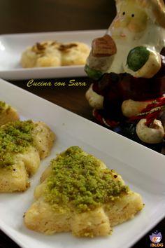 Appetizers di pasta frolla salata...una proposta sfiziosissima per iniziare una cenetta. La pasta frolla salata e' a base di parmigiano