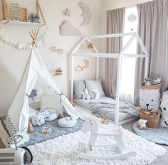 Get inspired to create an unique bedroom for kids with these decorations and furnishings inspired by white textures and shades.