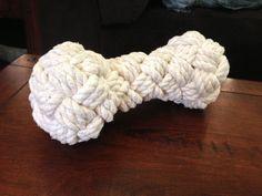 How to make a woven rope bone dog toy. Turk head. Cómo hacer un juguete para tu perro en forma de hueso utilizando un nudo cabeza de turco.