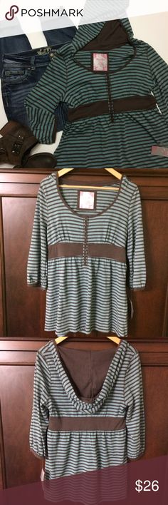 """NWT Duck Head Jeans Hooded Striped Top So Cute Perfect with jeans and boots/booties💕 Blue/Green and brown striped with 3/4 length sleeves and cute little buttons going down the front to the empire waistband. Extra Button in baggy attached. Size XL but measures smaller with a 17.5-17.75"""" chest laying flat and a 16"""" across brown empire waistband with a length of 27""""....bundle to save more plus ⚡️📦📫😁💕 Duck Head Jeans Co Tops"""