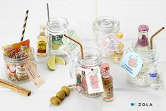 DIY Mason Jar Cocktail Kits Your Guests Will Adore by Zola masonjarcocktails Mini Alcohol Bottles Gifts, Alcohol Gift Baskets, Liquor Gift Baskets, Mini Liquor Bottles, Alcohol Gifts, Mason Jar Gifts, Mason Jar Diy, Basket Gift, Cocktail Jars