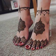 Lovely feet henna design by Love the ankle piece! Looks like a re… Lovely feet henna design by Love the ankle piece! Looks like a real bracelet! Henna Hand Designs, Mehndi Designs Finger, Legs Mehndi Design, Wedding Mehndi Designs, Mehndi Designs For Fingers, Unique Mehndi Designs, Mehndi Designs For Hands, Henna Tattoo Designs, Henna Tattoo Hand
