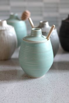 pottery honey pot Joanna Buyert click the image for more details. – In-house Factory Ceramic Jars, Ceramic Pottery, Slab Pottery, Pottery Pots, Ceramics Projects, Clay Projects, Deco Pastel, Wheel Thrown Pottery, Pottery Classes