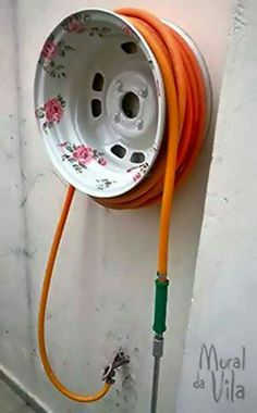 Paint an Old Tire Rim for a pretty Garden Hose Holder.these are the BEST Garden & DIY Yard Ideas! diy garden projects The BEST Garden Ideas and DIY Yard Projects! Diy Garden, Garden Crafts, Garden Projects, Garden Bed, Diy Projects, Garden Shrubs, Garden Ideas Diy, Upcycled Garden, Planter Garden