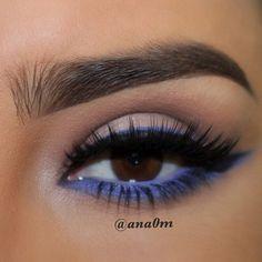 Eye Makeup Tips.Smokey Eye Makeup Tips - For a Catchy and Impressive Look Blue Eyeshadow Looks, Blue Makeup Looks, Blue Eyeliner, Gel Eyeliner, Flawless Makeup, Skin Makeup, Beauty Makeup, Makeup Brushes, Light Blue Eyes