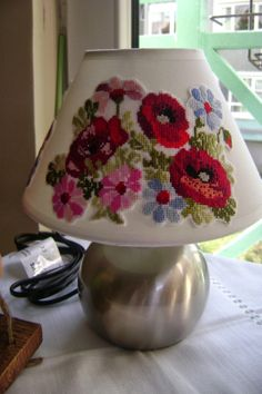 Poppy in plastic canvas. Hand Embroidery Stitches, Modern Embroidery, Embroidery Art, Cross Stitch Embroidery, Embroidery Designs, Diy Arts And Crafts, Crafts To Do, Diy Crafts, I Love Lamp