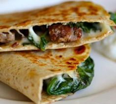 Steak and Spinach Quesadilla with Provolone.easy dinner to do with leftover steak :) Beef Recipes, Mexican Food Recipes, Cooking Recipes, Skillet Recipes, Easy Recipes, Recipies, Shrimp Recipes, Ethnic Recipes, Healthy Dinner Recipes
