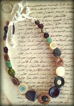 buttons necklaces, collane con bottoni Button Necklace, Vintage Buttons, Belt Buckles, Jewelry Crafts, Diy And Crafts, Jewelry Design, Bracelets, Necklaces, Beads