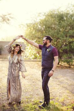 Love this boho bride's wedding gown