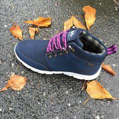 Allværssko med membran og lett såle. Women's Shoes, Kicks, Slippers, Footwear, Woman Shoes, Shoe, Slipper, Shoes, Ladies Shoes