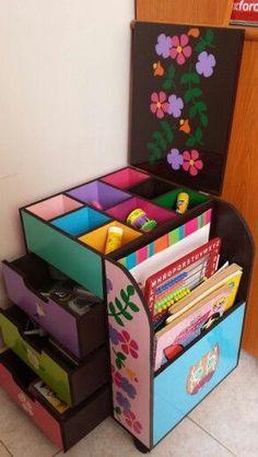 Trendy Home Organization Diy Magazine Holders Ideas Cardboard Organizer, Cardboard Crafts, Paper Crafts, Desk Organization Diy, Diy Storage, Diy Magazine Holder, Magazine Rack, Ideias Diy, Diy Gifts