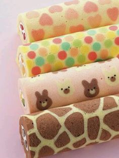 Isn't this Strawberry Cake Roll just gorgeous? The cute strawberry pattern is baked right into the cake! Pretty Birthday Cakes, Pretty Cakes, Cute Cakes, Japanese Roll Cake, Japanese Sweets, Japanese Food, Cute Desserts, Delicious Desserts, Yummy Food