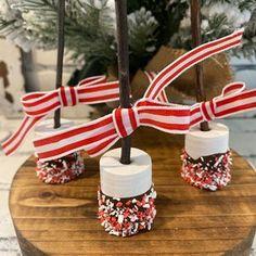 Cute Marshmallows, Chocolate Covered Marshmallows, Chocolate Drip, Ice Cream Sign, Love Ice Cream, Hot Cocoa Bar, Diy Mugs, Fake Food, Bar Signs