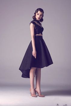 Image issue du site Web http://g03.a.alicdn.com/kf/HTB1BJX0HVXXXXcZXXXXq6xXFXXXD/Sexy-Black-High-Low-Mid-Calf-Cocktail-Dresses-Lace-Elegant-Dress-To-Formal-Party-Appliques-2016.jpg