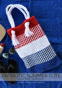 The Patriotic Summer Tote Bag Crochet Pattern is so easy to make and will be super cute for your summer shananigans! It's made as a rectangles, then folded and sewed. Bag Crochet, Crochet Shell Stitch, Crochet Handbags, Crochet Purses, Free Crochet, Crochet Summer, Crochet Stitches, Purse Patterns, Crochet Patterns