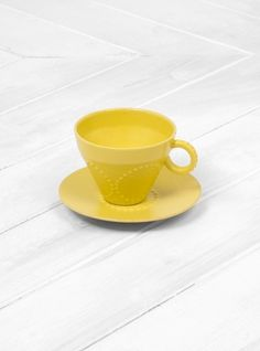 Discover the latest collection from Japanese designer Mina Perhonen at Couverture & the Garbstore. Shop the Tambourine Cup & Saucer online now. Christmas Gift Guide, Christmas Gifts, Tambourine, Cup And Saucer, Gifts For Him, Tableware, Cups, Objects, Kitchen