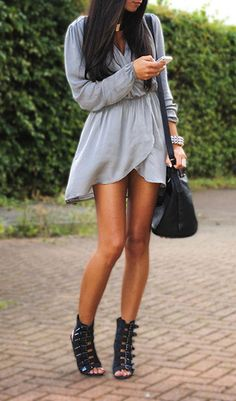 Love this outfit - looks comfy and stylish! Grey Evening Dresses, Sexy Dresses, Spring Dresses, Look Fashion, Womens Fashion, Fashion Trends, Female Fashion, Fashion Clothes, Runway Fashion