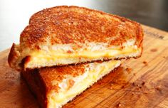 Making a grilled cheese sandwich isn't rocket science, but making a great grilled cheese sandwich is an art. Kenji López-Alt over at Serious Eats shows us how to get the best grilled cheese sandwich every time. Best Grilled Cheese Sandwich Recipe, Perfect Grilled Cheese, Grilled Sandwich, Grilled Cheese Recipes, Serious Eats, Learn To Cook, Food To Make, Easy Things To Cook, Food Porn
