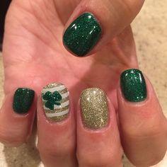 18 St Patrick's Day Nail Art for Religious Moments - Be Modish patricks day nails acrylic 18 St Patrick's Day Nail Art for Religious Moments - Be Modish St Patricks Day Nails, St. Patricks Day, Gel Designs, Nail Art Designs, Nails Design, Pedicure Designs, Love Nails, Fun Nails, Teal Nails