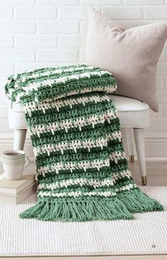Easy Q-Hook Afghans from Leisure Arts presents six comforting afghans that are quick and easy to crochet using a jumbo hook and two strands of medium weight yarn. Whether for decorating, snuggling, or both, these versatile throws are sure to please. Crochet Crafts, Crochet Yarn, Easy Crochet, Crochet Hooks, Crochet Stitches, Crochet Projects, Crochet Ideas, Chunky Crochet, Crochet Afghans