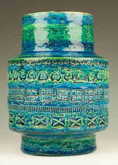 Aldo Londi for Bitossi Rimini Blue Vase Raymor by TableauxArts Blue Pottery, Vintage Pottery, Ceramic Pottery, Pottery Art, Glass Ceramic, Ceramic Art, Pottery World, Italian Pottery, Mid Century Modern Art
