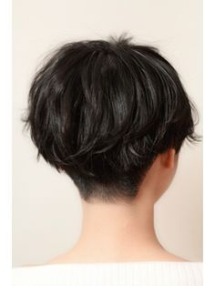 Pixie style back view Tomboy Hairstyles, Short Bob Hairstyles, Hairstyles With Bangs, Pretty Hairstyles, Short Hair Cuts For Women, Short Hair Styles, Hair Inspo, Hair Inspiration, Asian Short Hair