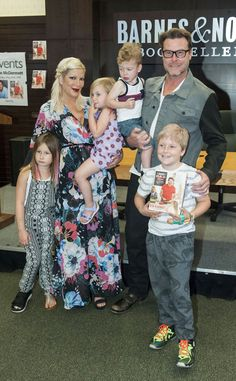 """Dean McDermott celebrated the release of his new book """"The Gourmet Dad"""" in spexy style! Gotta love his chunky black rectangular glasses!"""